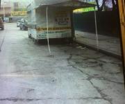 Limpian las calles de puestos y 'chatarra', en Río Bravo