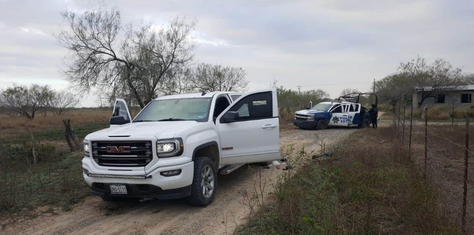 Al final de la persecución e intensa búsqueda se logró el decomiso de dos camionetas blindadas, una de ellas GMC blanca de reciente modelo.