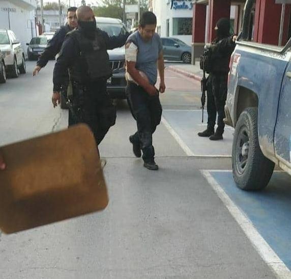 El policía lesionado a tiros fue trasladado por sus compañeros al Hospital Santander.