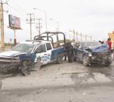Policías heridos en choque