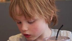¿Por qué no debemos premiar o castigar a nuestros hijos con la comida?