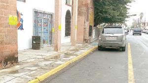 Agandallan espacios de estacionamiento
