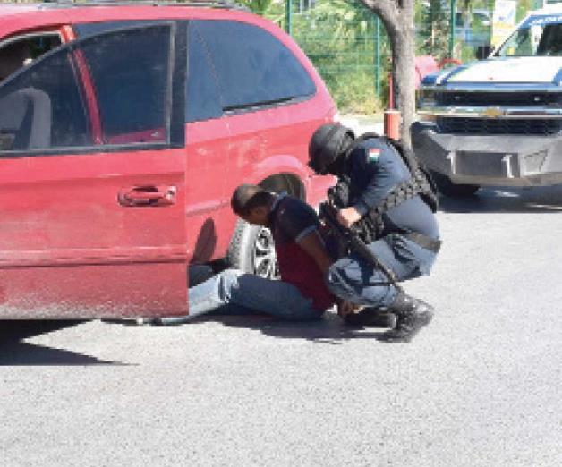 Cae ladrón tras tiroteo y persecución