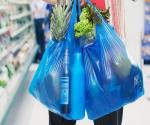 Lasbolsasde plástico entregadas encomerciosy negocios deben contener material reciclado, el problema continúa.¿Qué solución aplicarías?