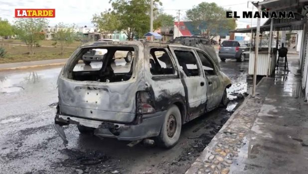 Queda destruida camioneta incendiada en Villa Florida