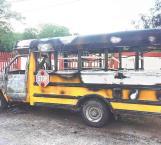 Arde sin motivo transporte de una escuela