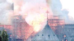 Arde catedral de Notre Dame