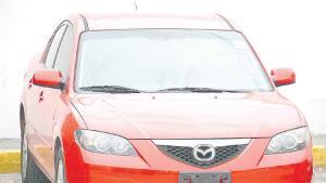 Aseguran Ministeriales carga de mariguana en un vehículo rojo