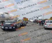 Vuelca pipa cargada con aceite virgen en carretera a Monterrey