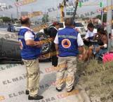 Mujer lesionada en accidente en carretera a Monterrey