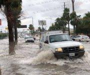 Tormenta deja inundaciones y autos varados en Reynosa