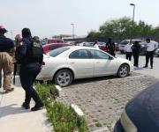 Reporte de niña encerrada en auto en la Clínica 270 causa movilización de corporaciones