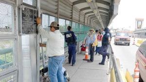 Blindan puente para evitar el ingreso de los migrantes