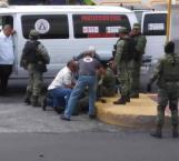 Auxilian a 2 militares lesionados en choque