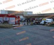 Se incendia caja de tráiler en la Juárez