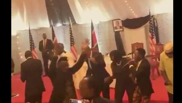 Obama baila el Gangnam Style en Kenia, la tierra natal de su padre