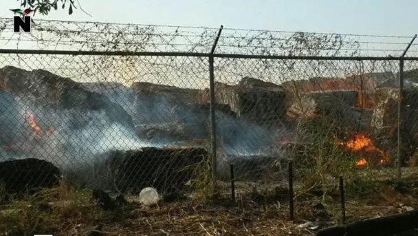 Persiste incendio; evacúan familias