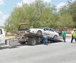 Retiran autos sin placas ni documentos