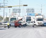 Impacta camión por evitar chocar contra bomberos