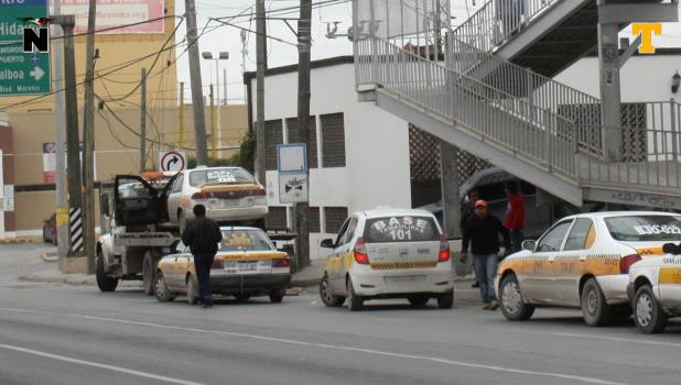 Decomisan 40 taxis pirata