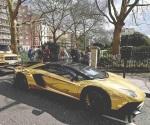Príncipe Saudí pasea en autos de oro... ¡y lo multan!