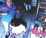 Incita a hija a robar