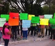 ¡Queremos que vuelvan!, protestan mujeres afuera de la 8va zona militar
