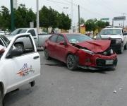 Choque arroja dos lesionados y daños