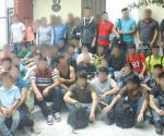 Rescatan a 49 migrantes