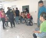 Asegura FT a 40 migrantes