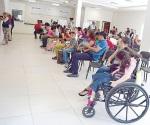 Les dan un trato especial a personas con discapacidad