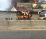 Se incendia mueblería en una zona turística de NL