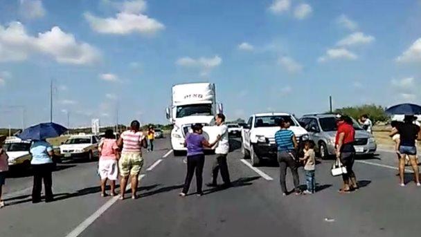 Cierran carretera Reynosa-Monterrey por falta de agua desde hace 10 años