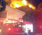 Evacuan a 875 por incendio en León