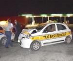 Se impacta taxi contra tráiler por alcance