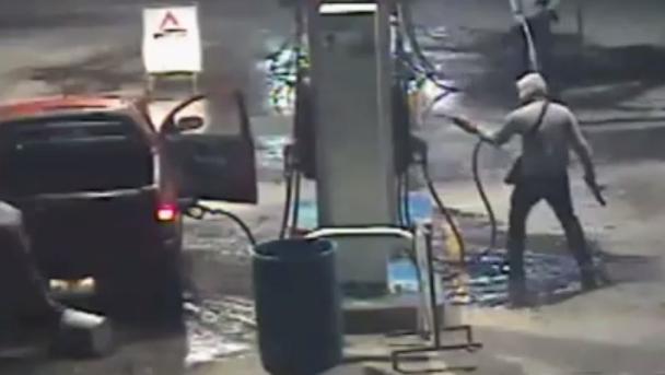 Hombres incendian gasolinera en el municipio de Llera, cámaras de seguridad lo captan