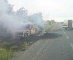 Se incendia camioneta de cometra con 1.3 MDP