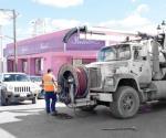 …Y causan caos vial con desazolve en ZC