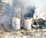 Extinguen fuego en cuartito de madera