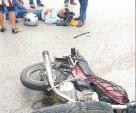 Motociclista se 'estampa' en contra de un vehículo