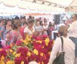 Regala municipio flores para ofrenda a muertos