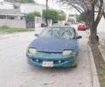Abandonan vehículo robado en Aurrera
