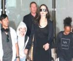 Pitt acusa a Jolie de exponer a sus hijos