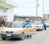 Cobran 5 pesos más taxistas