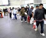Llegan a la capital 135 deportados por Obama