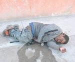 Lo tumba el guachacol en plena calle