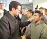Recibe Peña a migrantes deportados