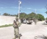 Se topan en carretera Ribereña Marinos y caravana de hombres armados