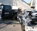 Trailero no respeta señales de tránsito y lesiona a policía
