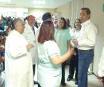 Entregan equipo médico en el IMSS